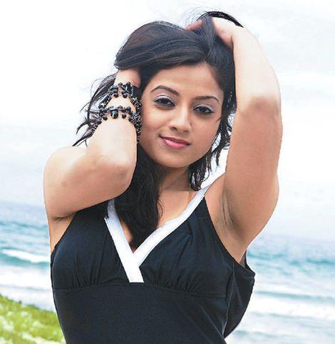 dark fleshy armpits of indian actress keerthi chawla