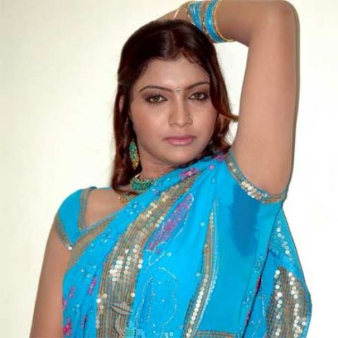 Bhabhi Sweating Armpits In Blouse