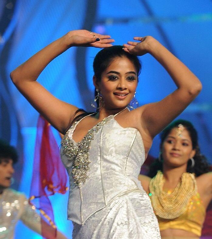 Actress Priyamani Armpit Show Image